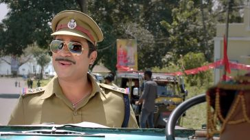 Vijay Babu as S.I. Sarbath Shameer Aadu 2 Plain Meme
